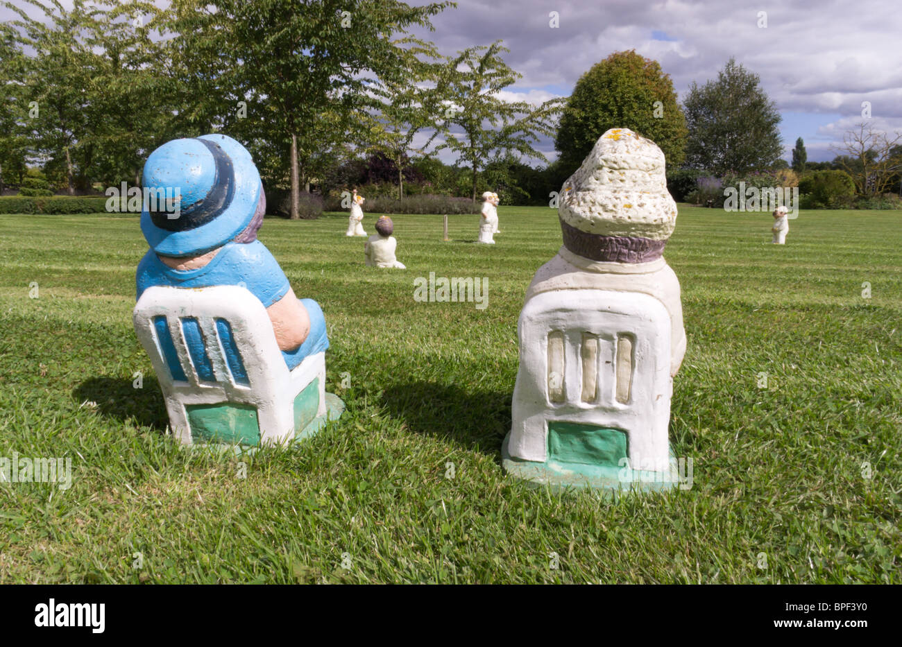 Garden Ornaments Miniature Cricket Match With Garden Gnome Type