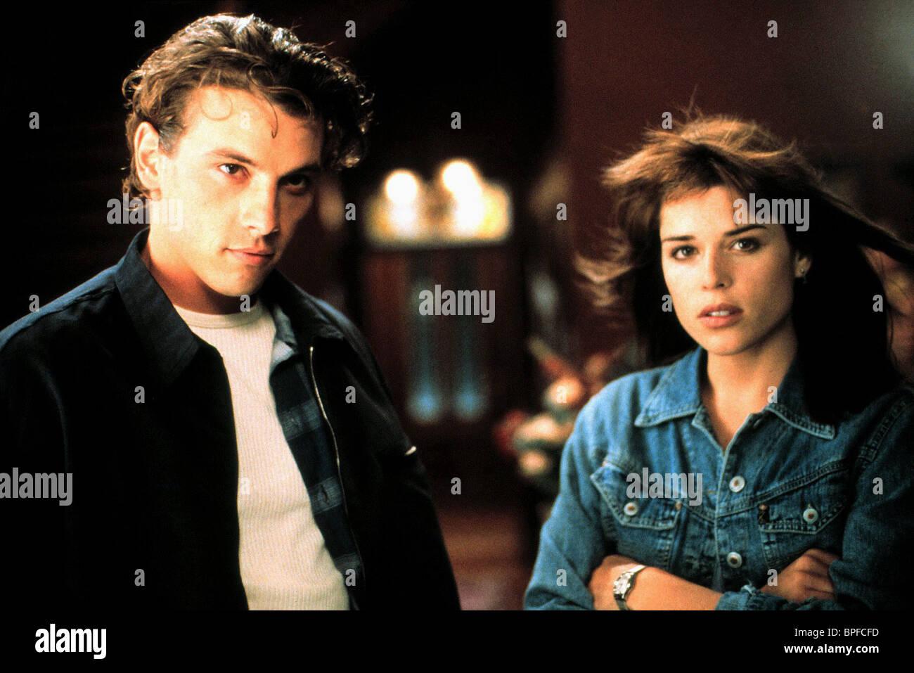 SKEET ULRICH & NEVE CAMPBELL SCREAM (1996 Stock Photo ...