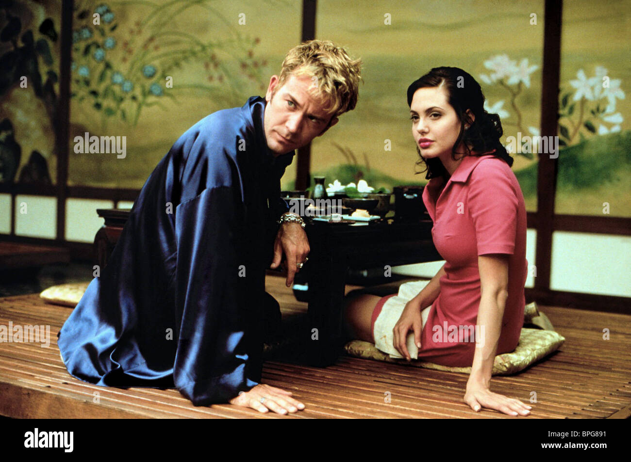 timothy-hutton-angelina-jolie-playing-go