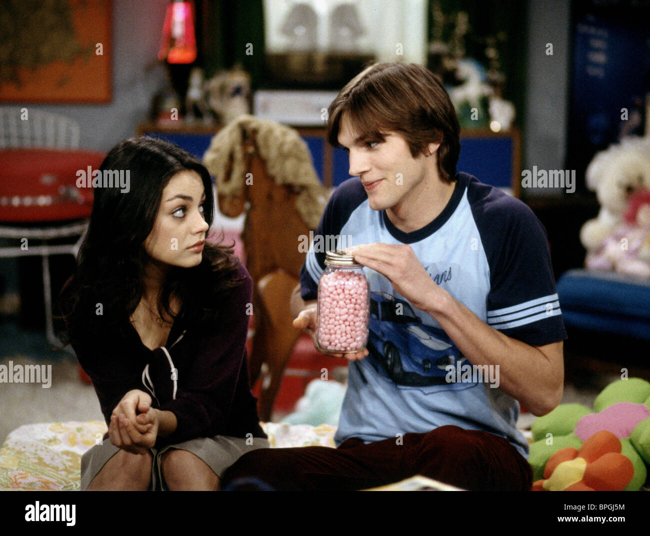 MILA KUNIS & ASHTON KUTCHER THAT '70S SHOW (1998 Stock ...