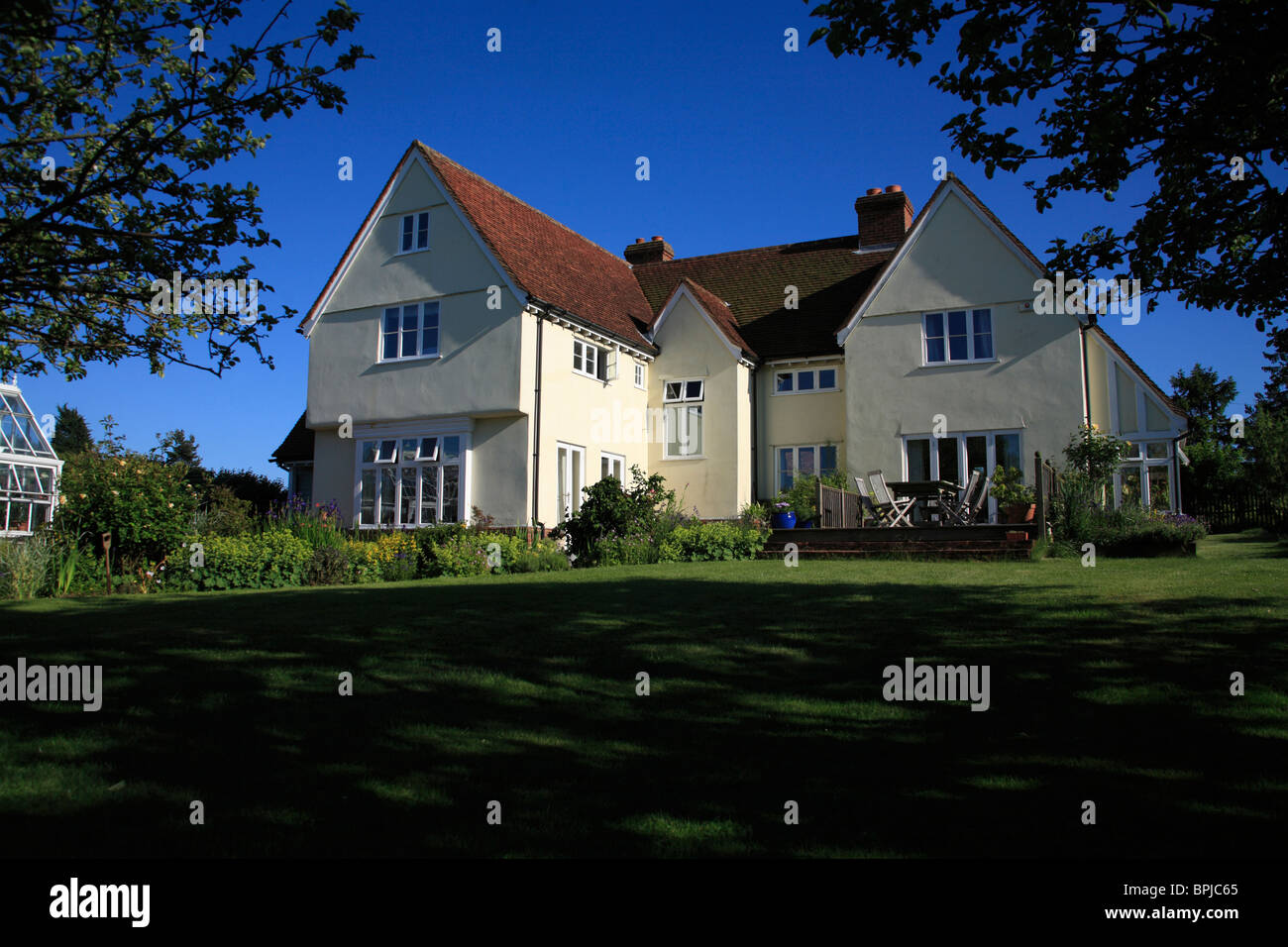 A modern house in a traditional essex farmhouse style for Traditional farmhouse style
