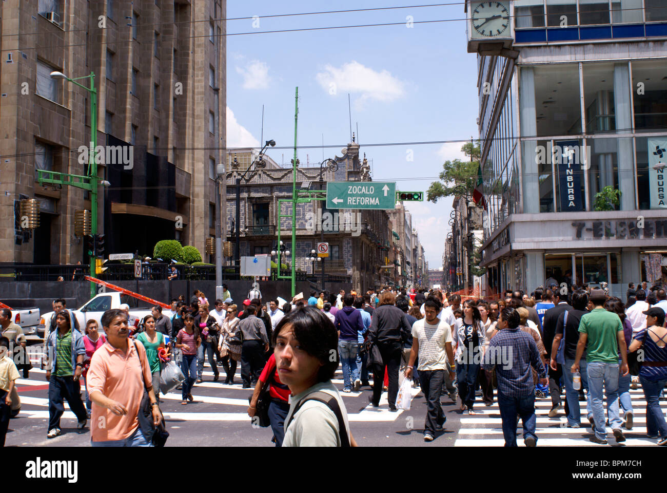 crowded-downtown-street-in-mexico-city-B