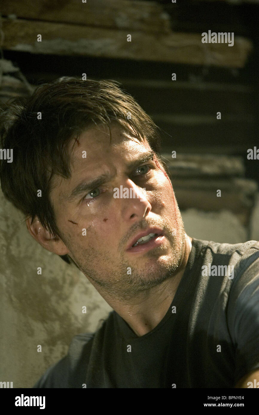 TOM CRUISE WAR OF THE WORLDS (2005 Stock Photo, Royalty ...