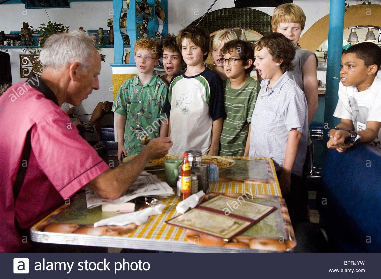 James Rebhorn Andrew Gillingham Alexander Gould Luke Benward Blake Garrett  & Philip Bolden How To Eat