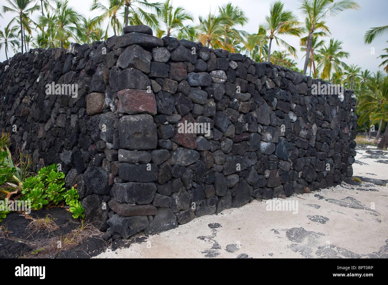 Lava rock wall, Pu'uhonua o Honaunau National Historical ...