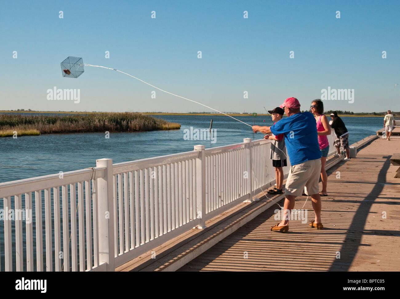 Fishing for blue crabs at barnegat bay at the new jersey for Blue fishing nj