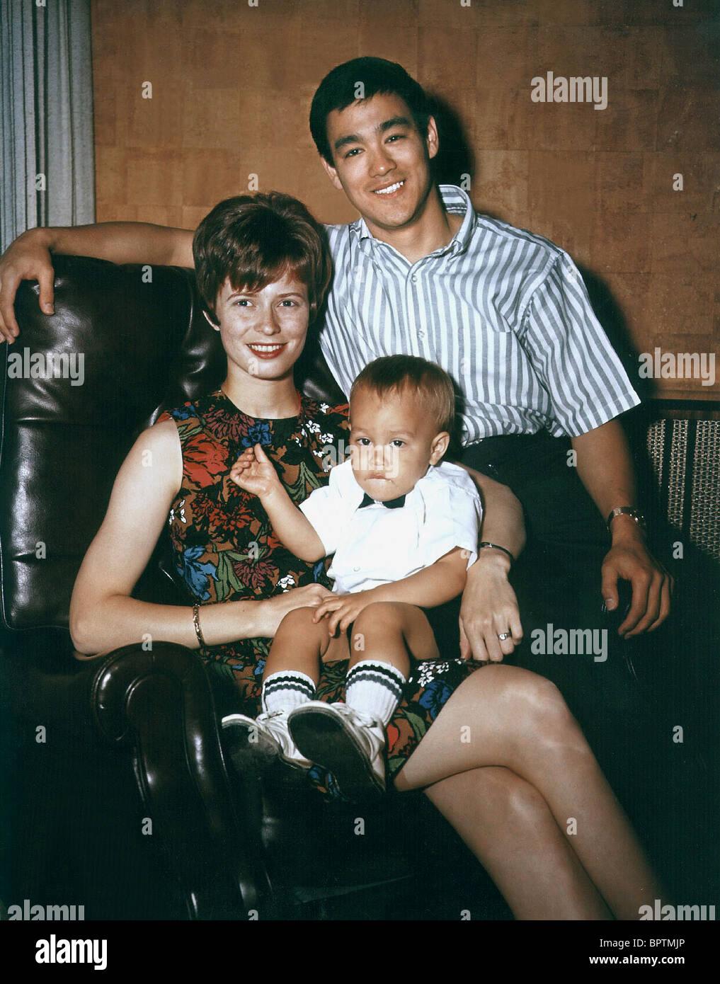 Жена и дети брюса ли фото