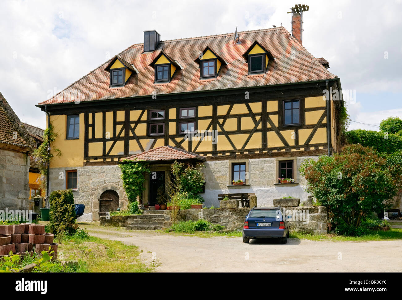 Large country house in the hamlet of gottesgab uehlfeld for Big houses in the country