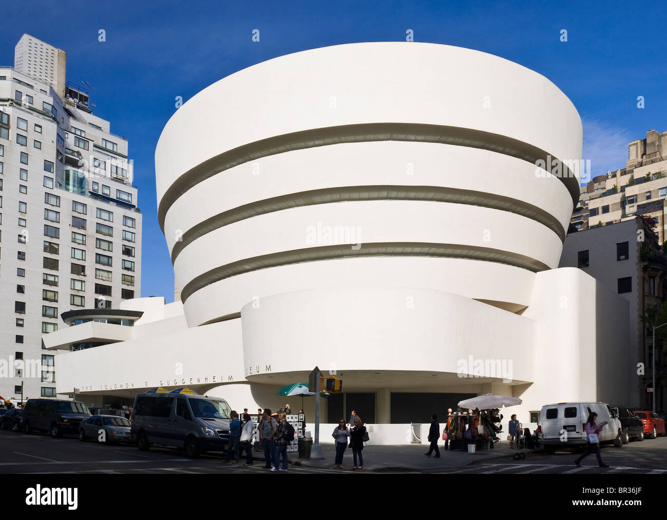 The guggenheim museum new york city frank lloyd wright for Architecture wright