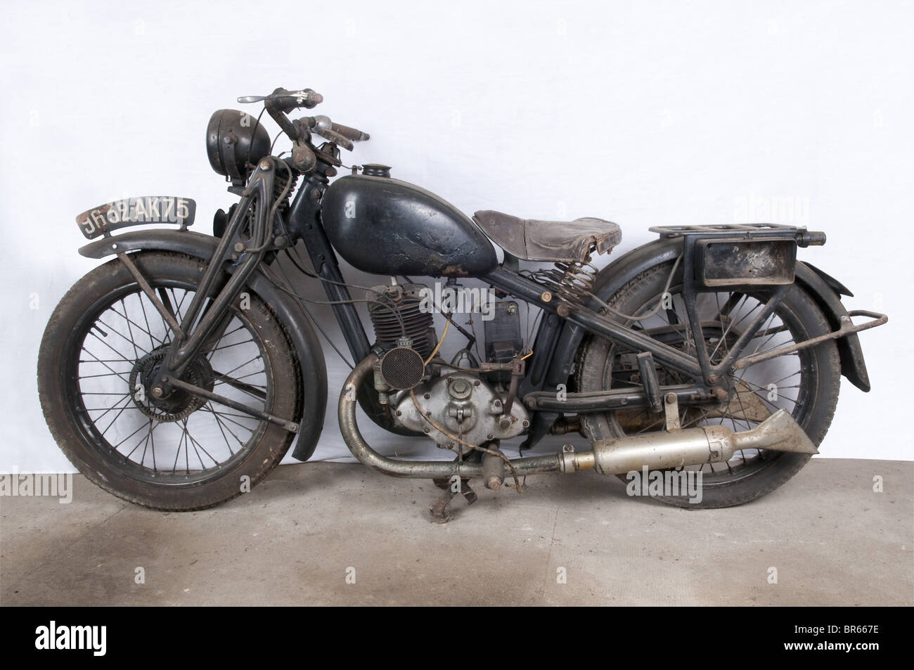 a dkw 200 sb motorcycle emerged from the dkw rt series. Black Bedroom Furniture Sets. Home Design Ideas
