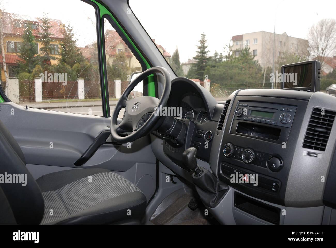 Mercedes benz sprinter 260 cdi van green l3h2 german mcv panel van details inside cabin interior