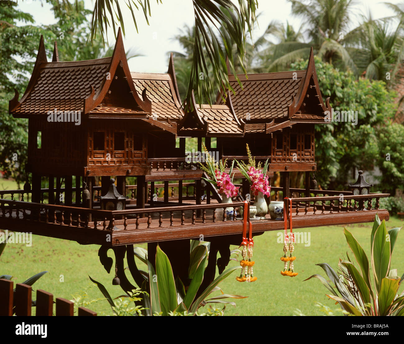 Home Design Thailand: Spirit House In The Shape Of A Traditional Thai Style