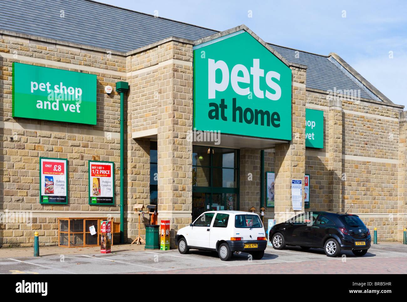 Pet shop / magazin online pentru animale de companie. Farma veterinara. Accesorii de calitate Julius k9, hamuri, zgarzi, lese, hrana caini. Livrare rapida.
