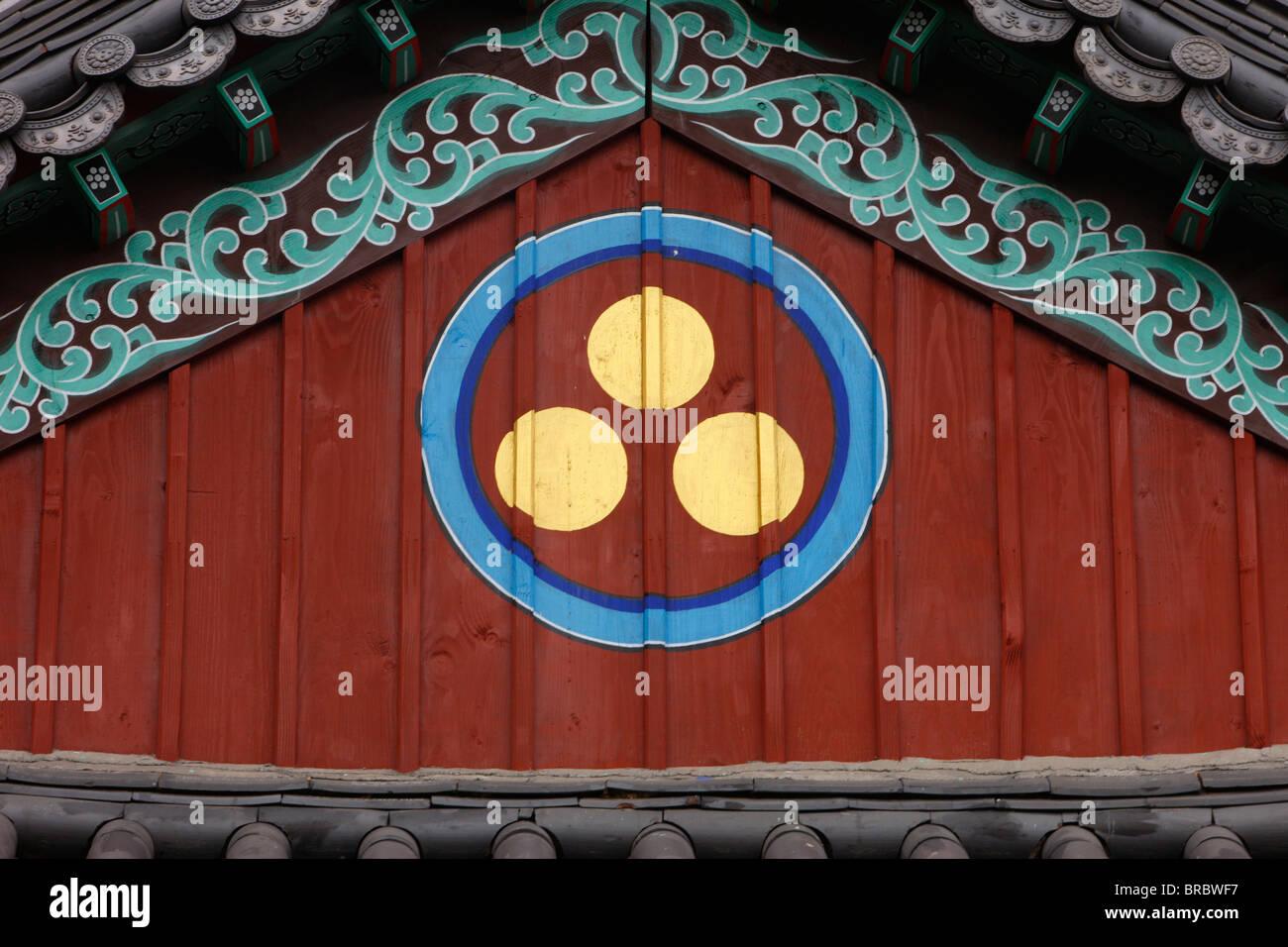 Buddhist symbol of one circle and the three jewels of Buddhism ...
