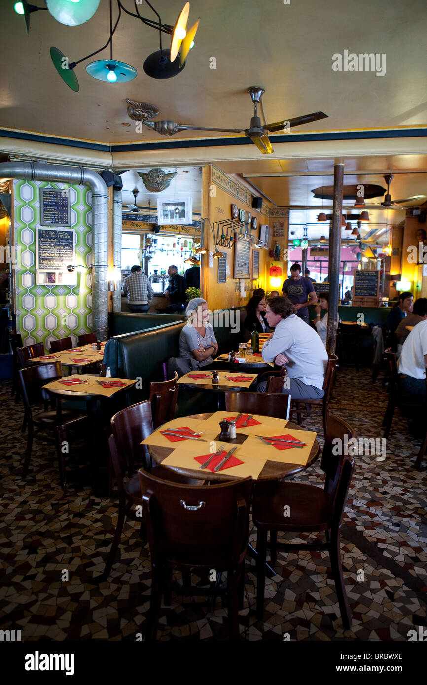 chez prune restaurant canal saint martin paris stock photo 31609270 alamy. Black Bedroom Furniture Sets. Home Design Ideas