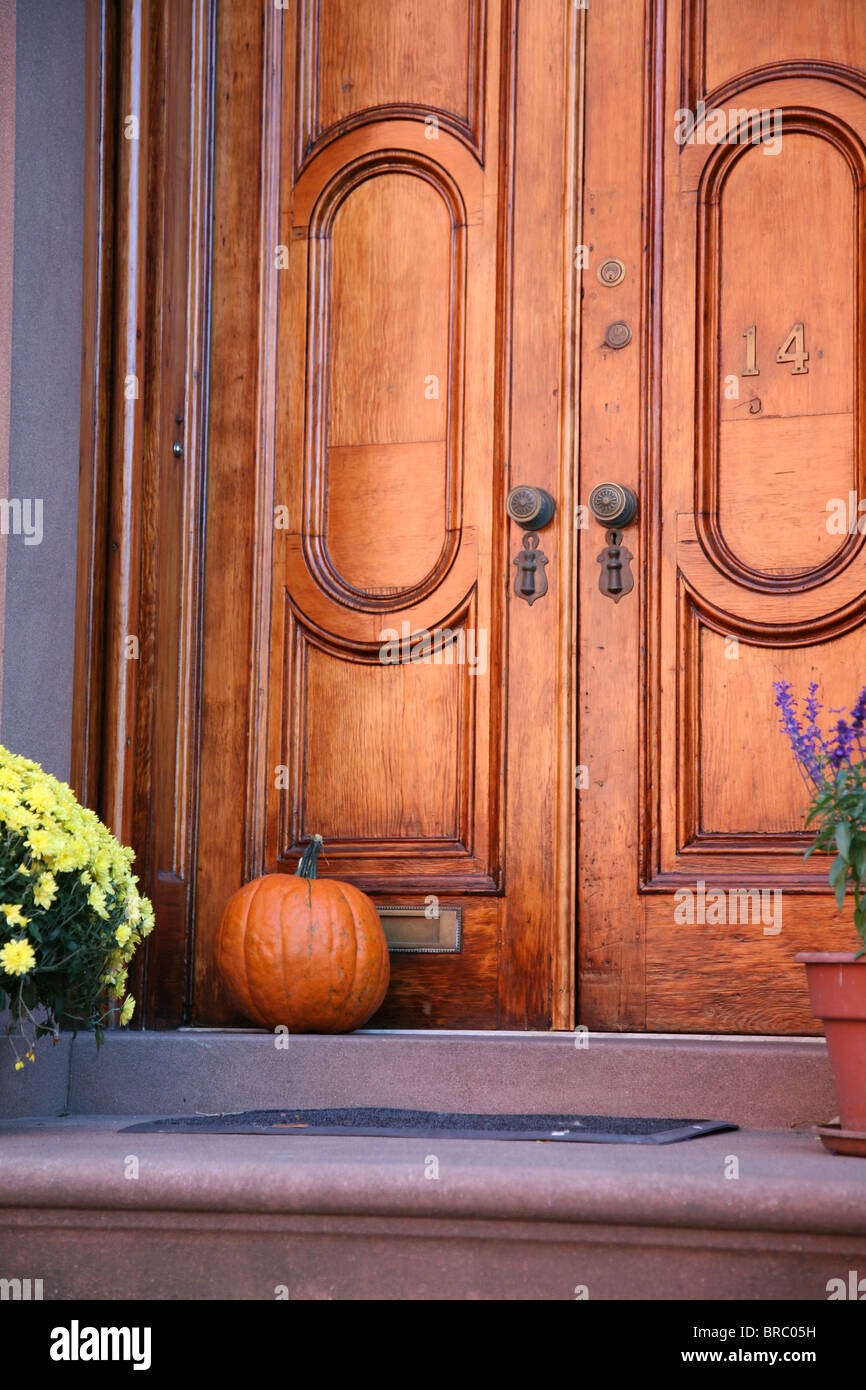 Decorative Halloween pumpkin on doorstep of a period house in New York & Decorative Halloween pumpkin on doorstep of a period house in New ... pezcame.com