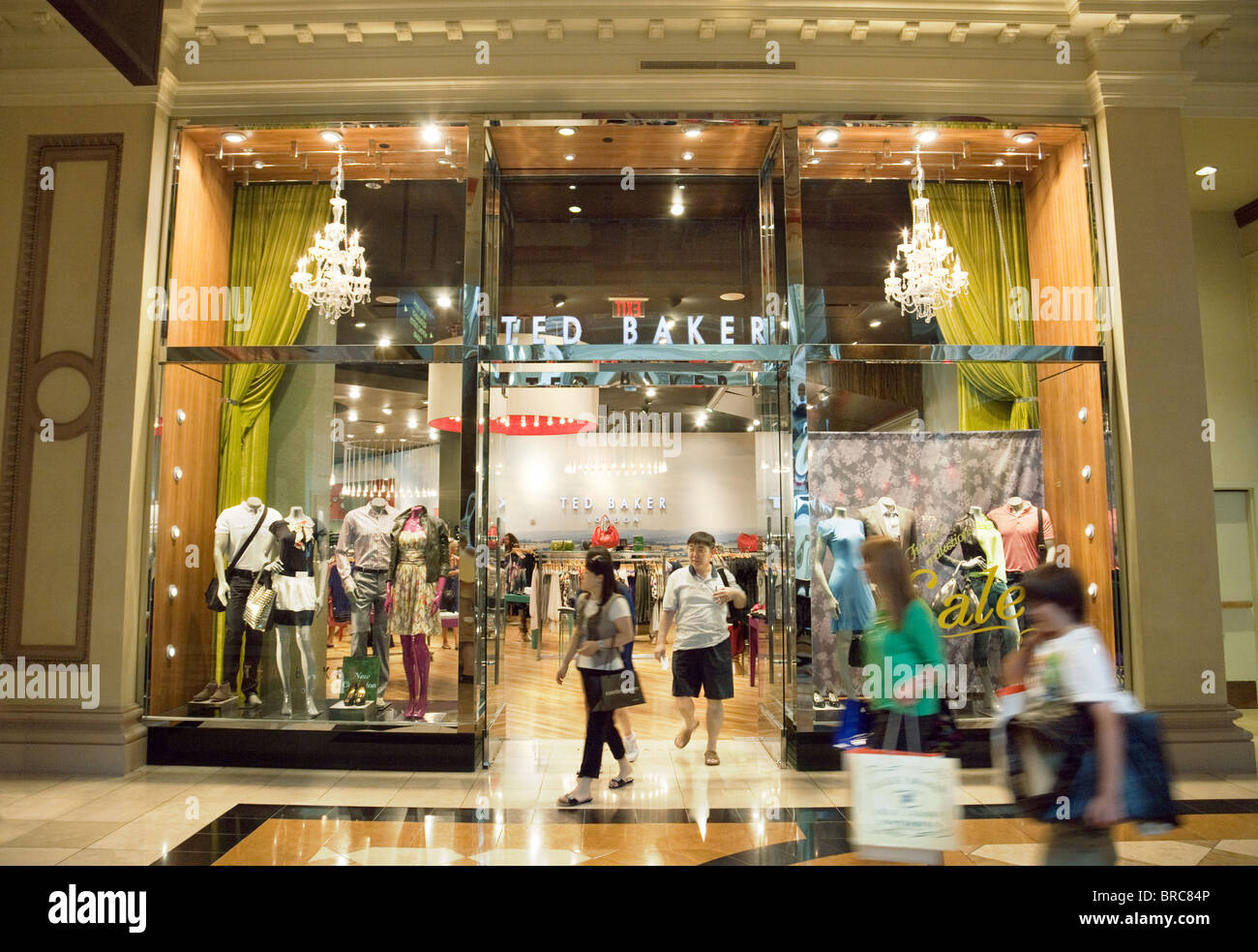people shopping at the ted baker store the forum shops caesars stock photo royalty free image. Black Bedroom Furniture Sets. Home Design Ideas