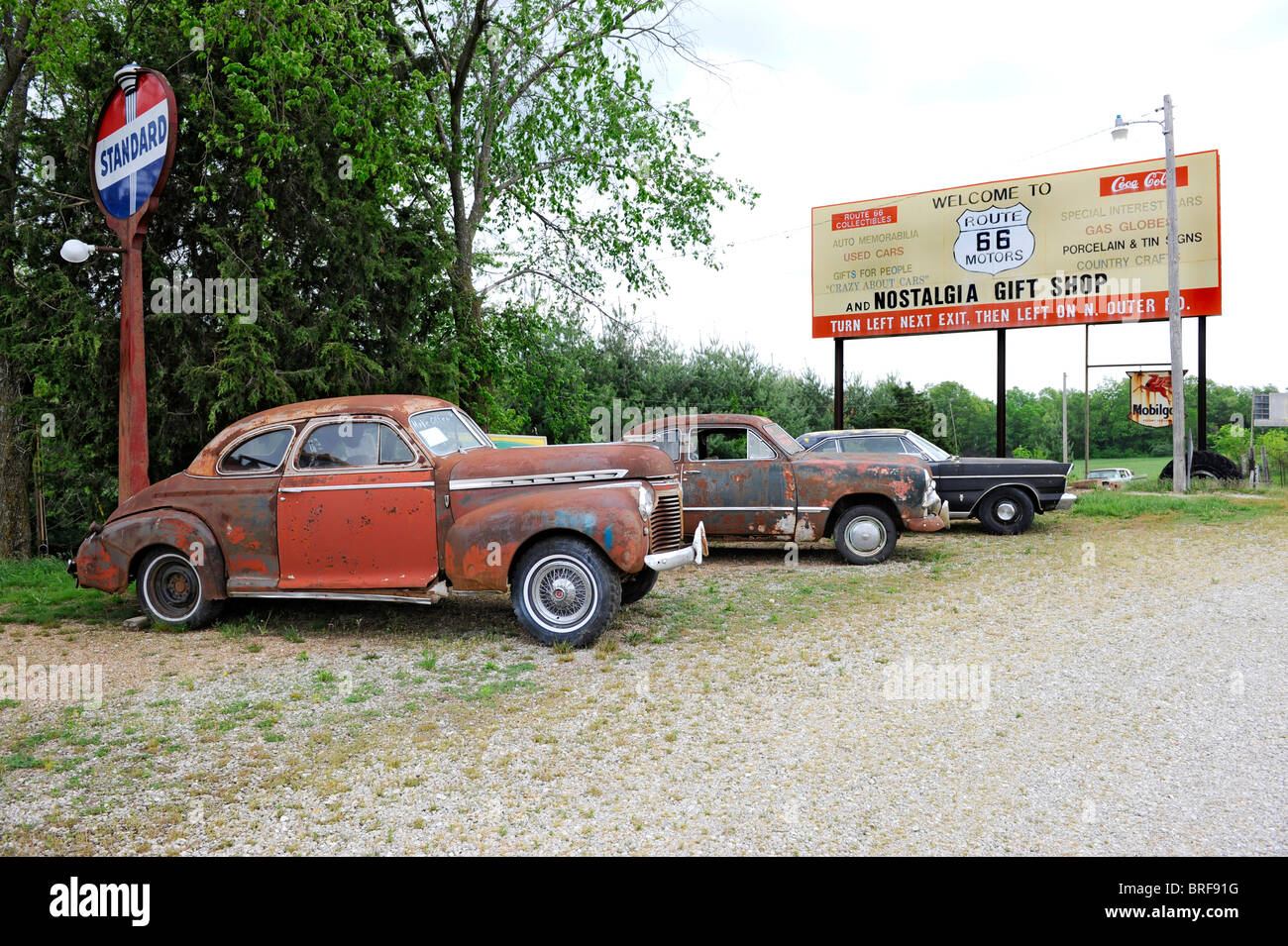 Antique Cars and Gas Signs at Nostalgia Gift Shop Rolla Missouri ...