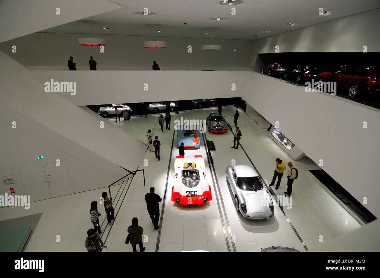 Interior new porsche museum stuttgart baden for Interio stuttgart