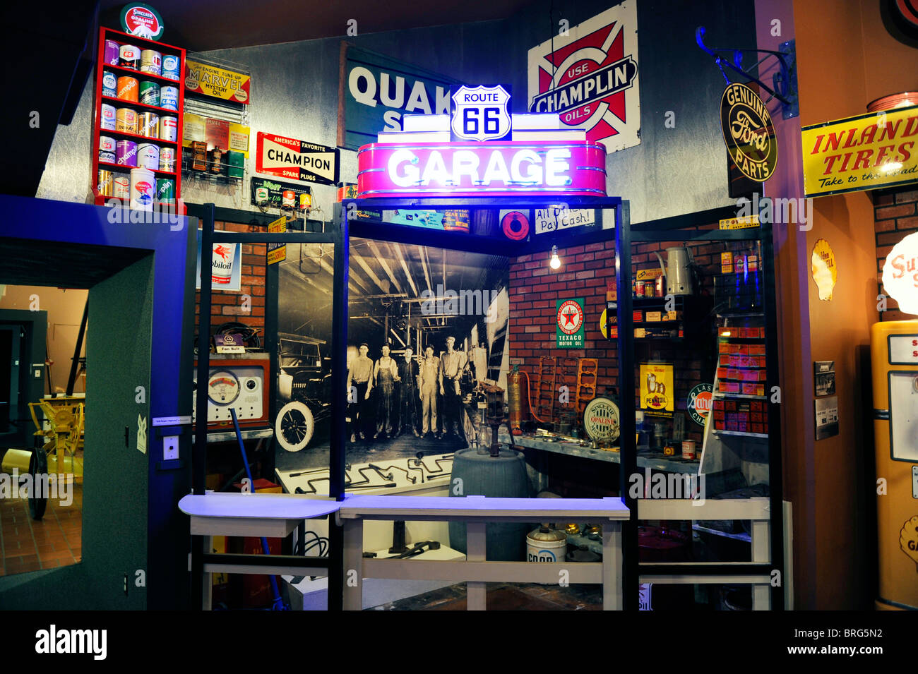 old fashioned garage display route 66 museum clinton. Black Bedroom Furniture Sets. Home Design Ideas