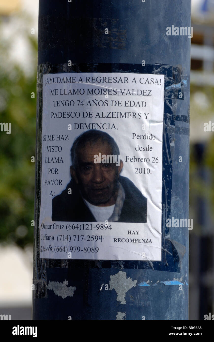 A Spanish language missing person poster affixed to a traffic – Missing Person Poster