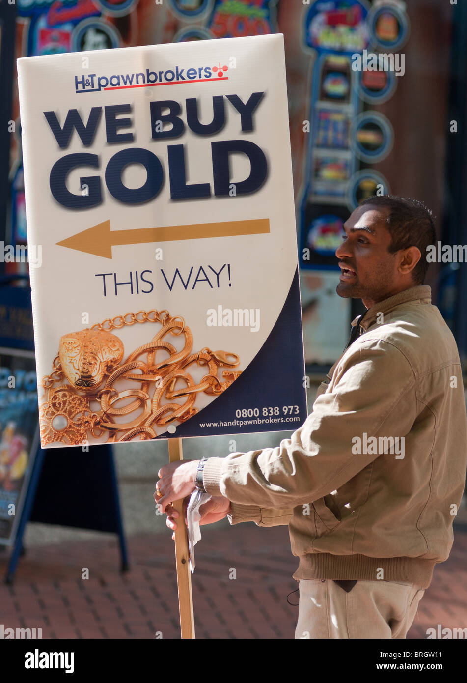 Pawnbroker 39 s sign for 39 we buy gold 39 in birmingham city for Sell jewelry birmingham al