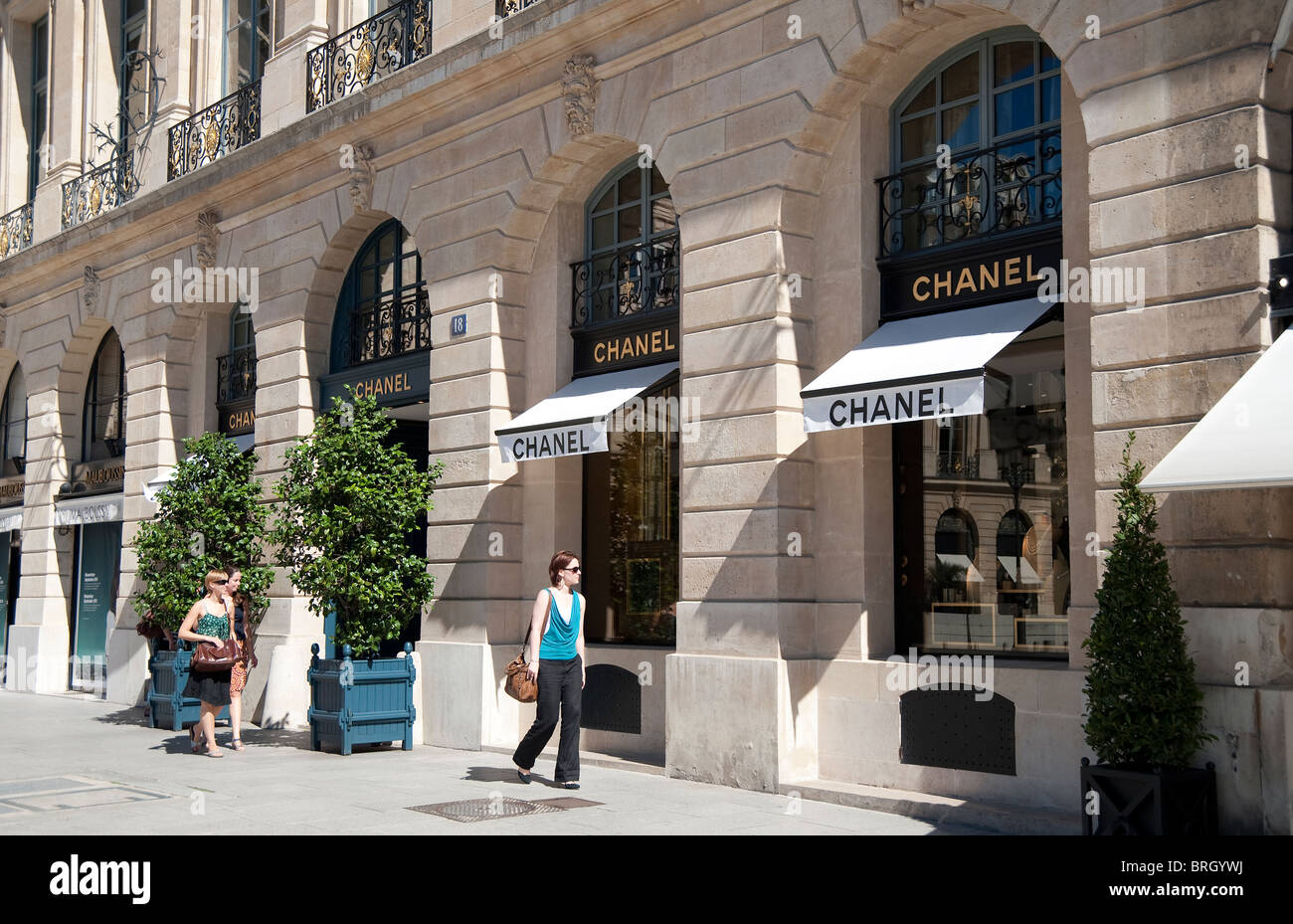 chanel boutique in place vendome paris france stock photo royalty free image 31720574 alamy. Black Bedroom Furniture Sets. Home Design Ideas