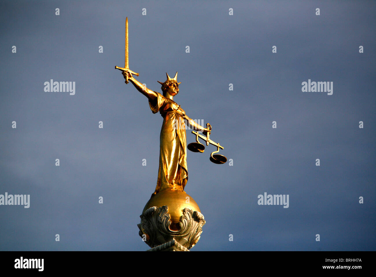 Statue-of-Justice-on-top-of-the-Old-Bail