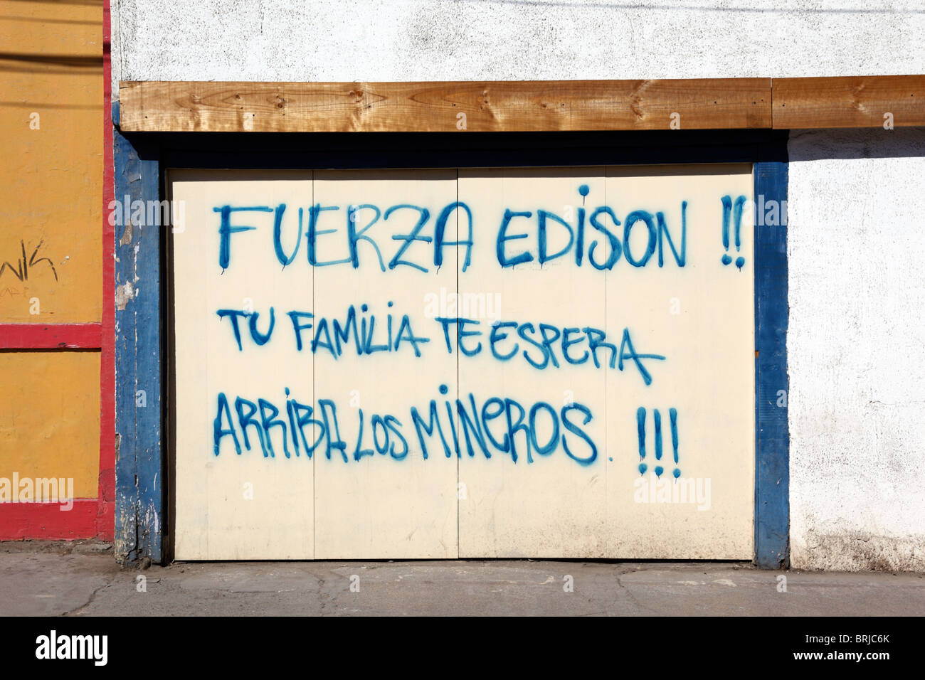 Perfect Message Of Support For Trapped Miner Edison Peña From His Family Painted On Garage  Door Of House, Copiapo , Region III , Chile