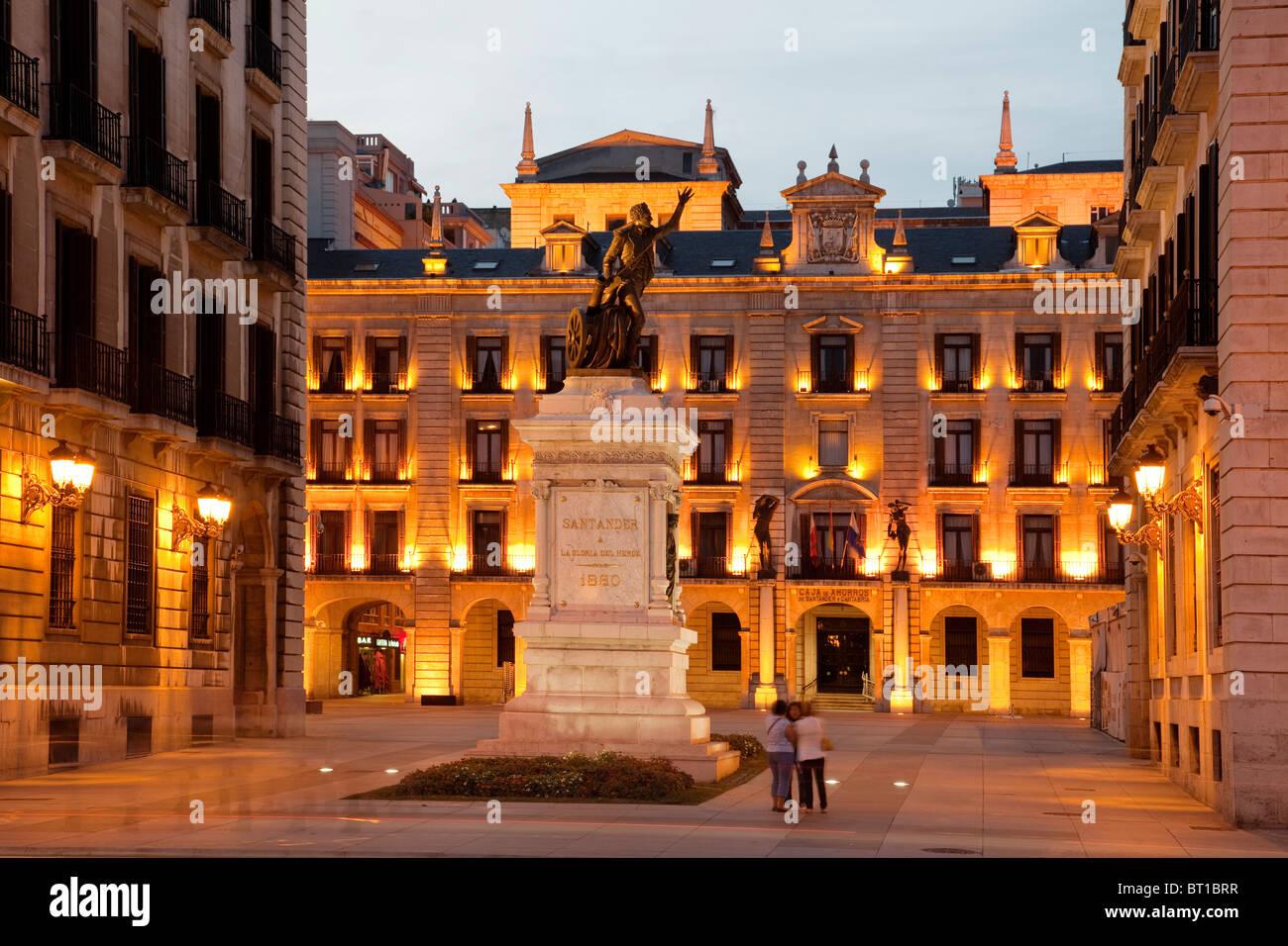 Plaza porticada en el centro hist rico de santander - Centro historico de madrid ...