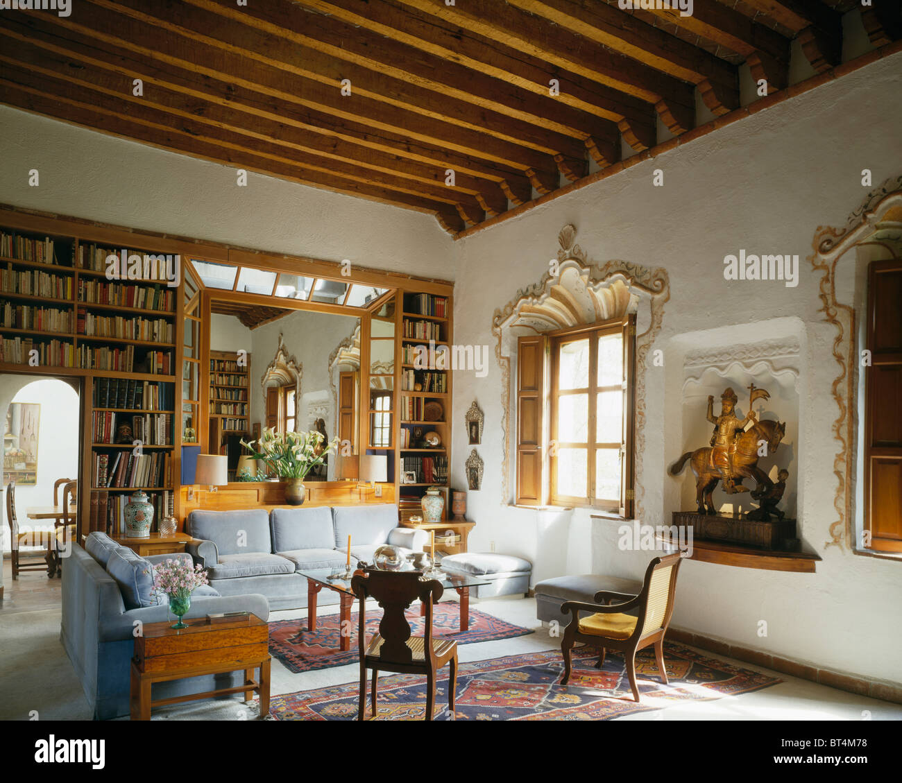 Traditional Living Room Interior Design Pictures: Traditional Living Room With Rococo Window-frame In