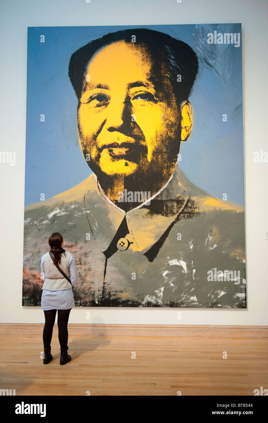 New york usa 11th nov 2015 telephone bidders stand in front of the - Portrait Of Chairman Mao By Andy Warhol At Metropolitan Museum Of Art In Manhattan New