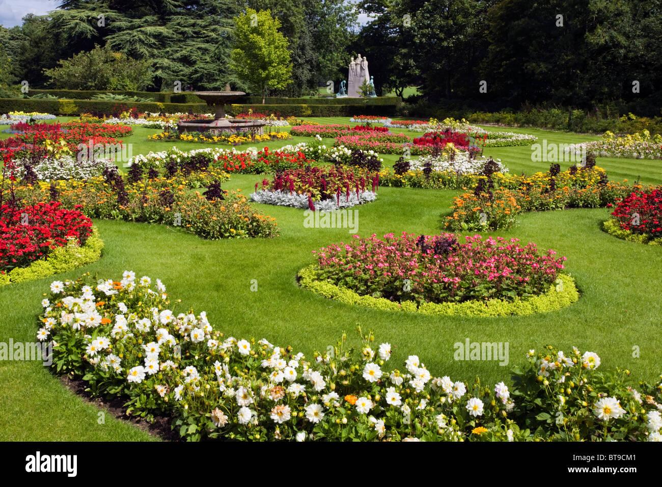 Ornamental garden at towneley hall with war memorial in for Ornamental garden