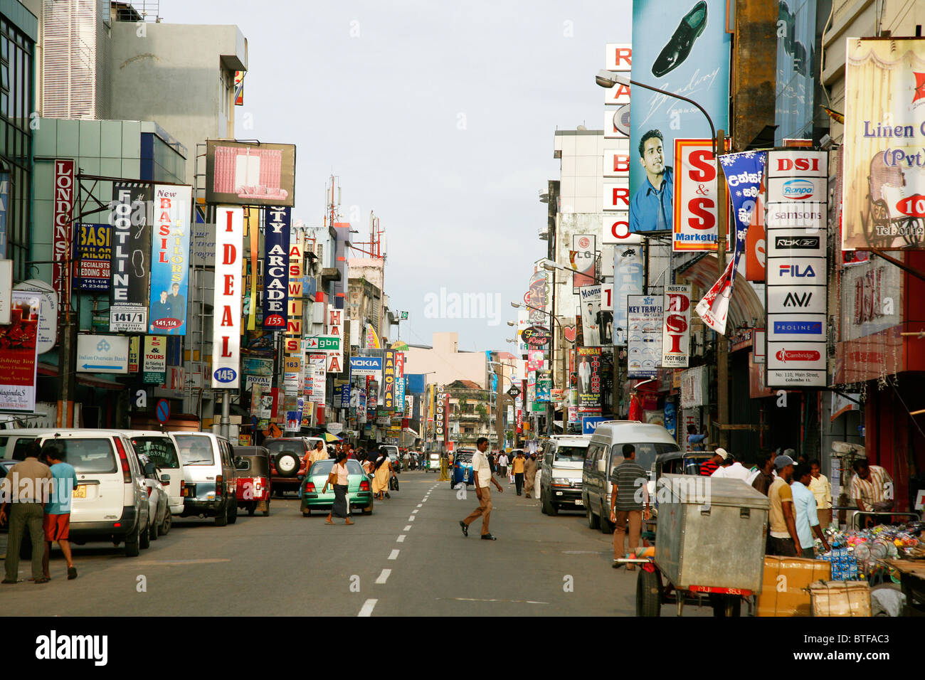 Main street in the pettah district colombo sri lanka for Pettah market colombo