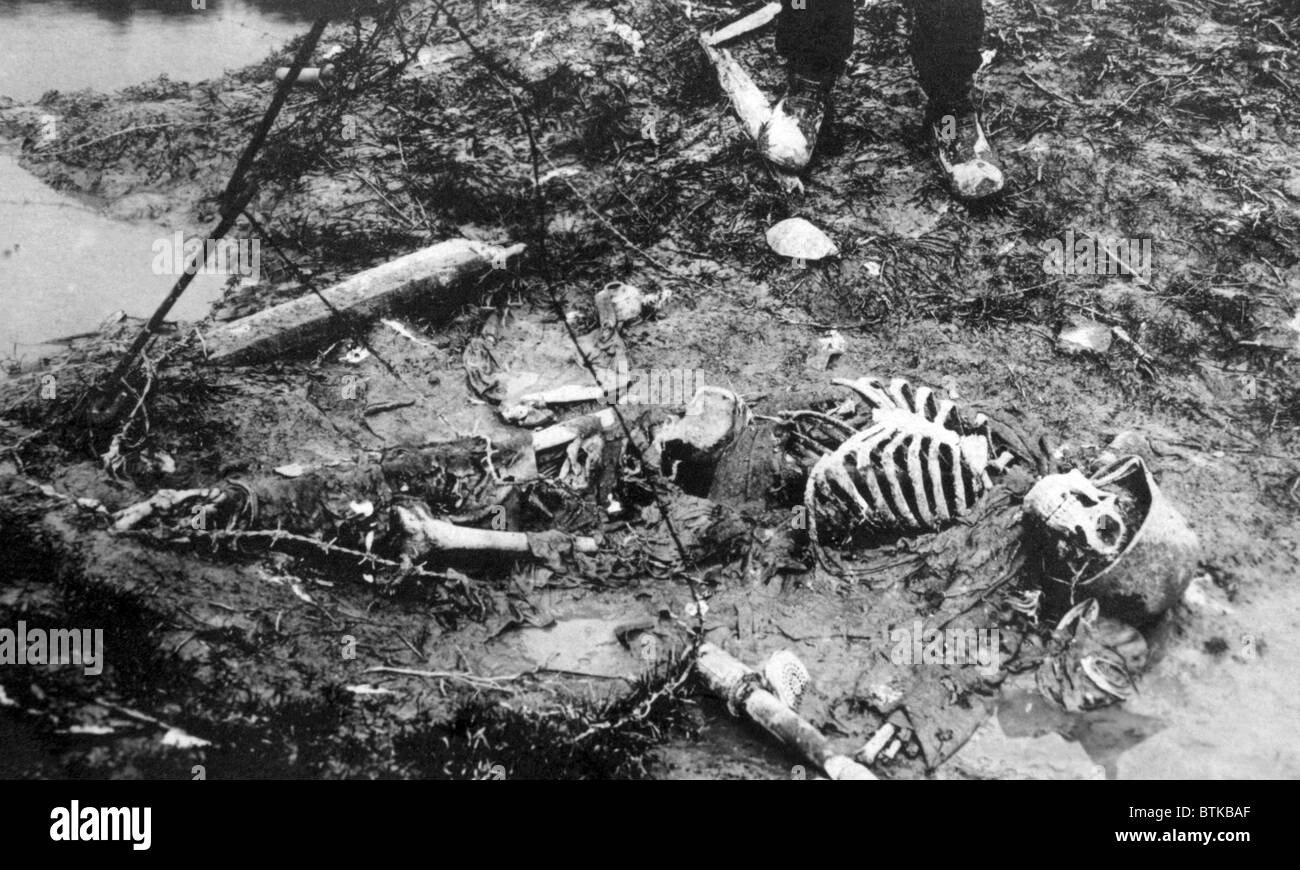 world war i skeleton of a dead german soldier ca 1918. Black Bedroom Furniture Sets. Home Design Ideas