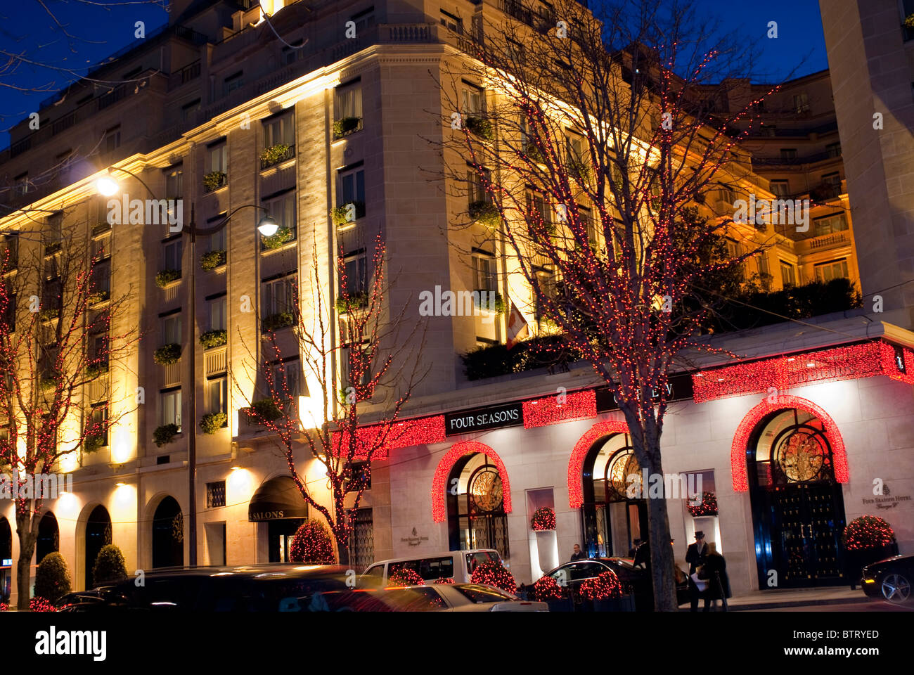 Paris france luxury hotel george v four seasons for Luxury hotels paris france