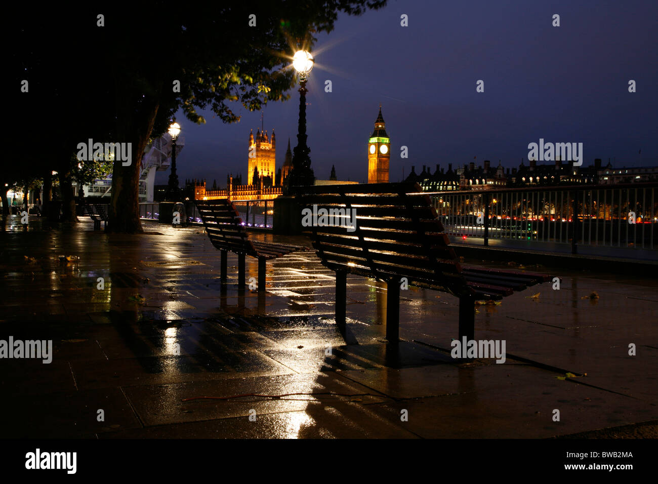 Night lights queens walk london - View Of The Houses Of Parliament From A Wet Queen S Walk South Bank London