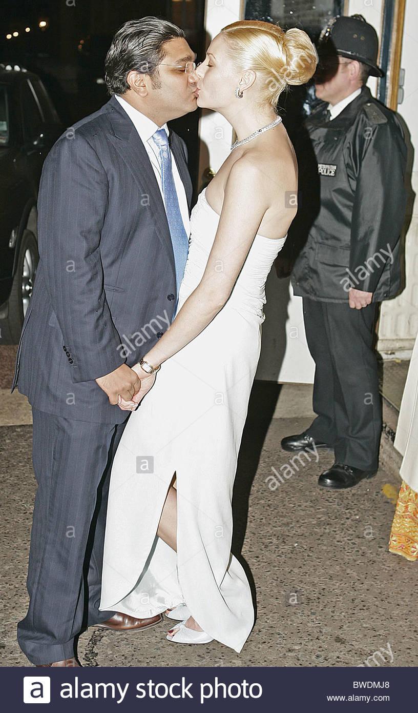 [Image: angad-paul-with-his-wife-michelle-bonn-p...BWDMJ8.jpg]