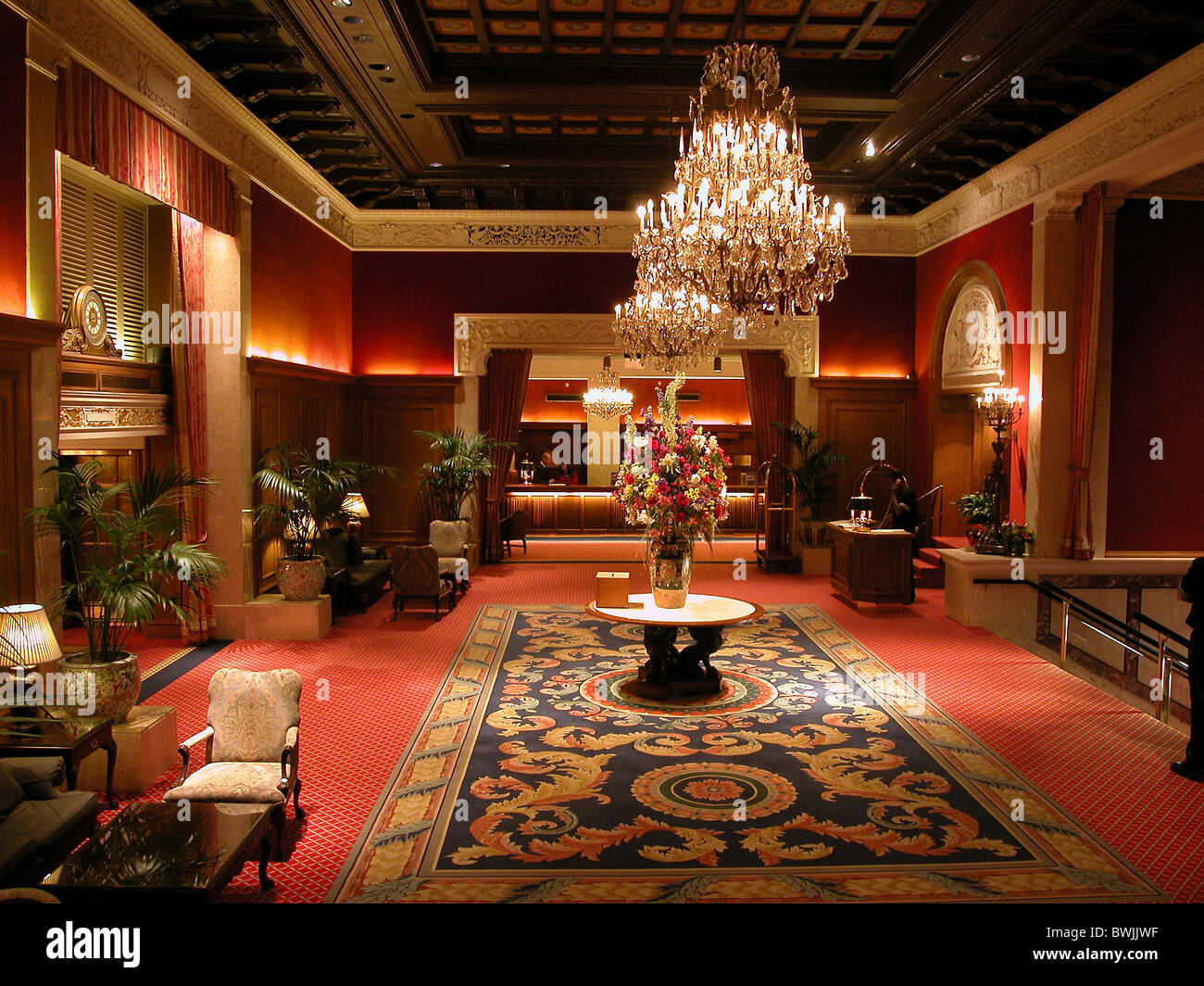 Drake hotel inside lobby luxuriously precious luxury for Equipement hotel