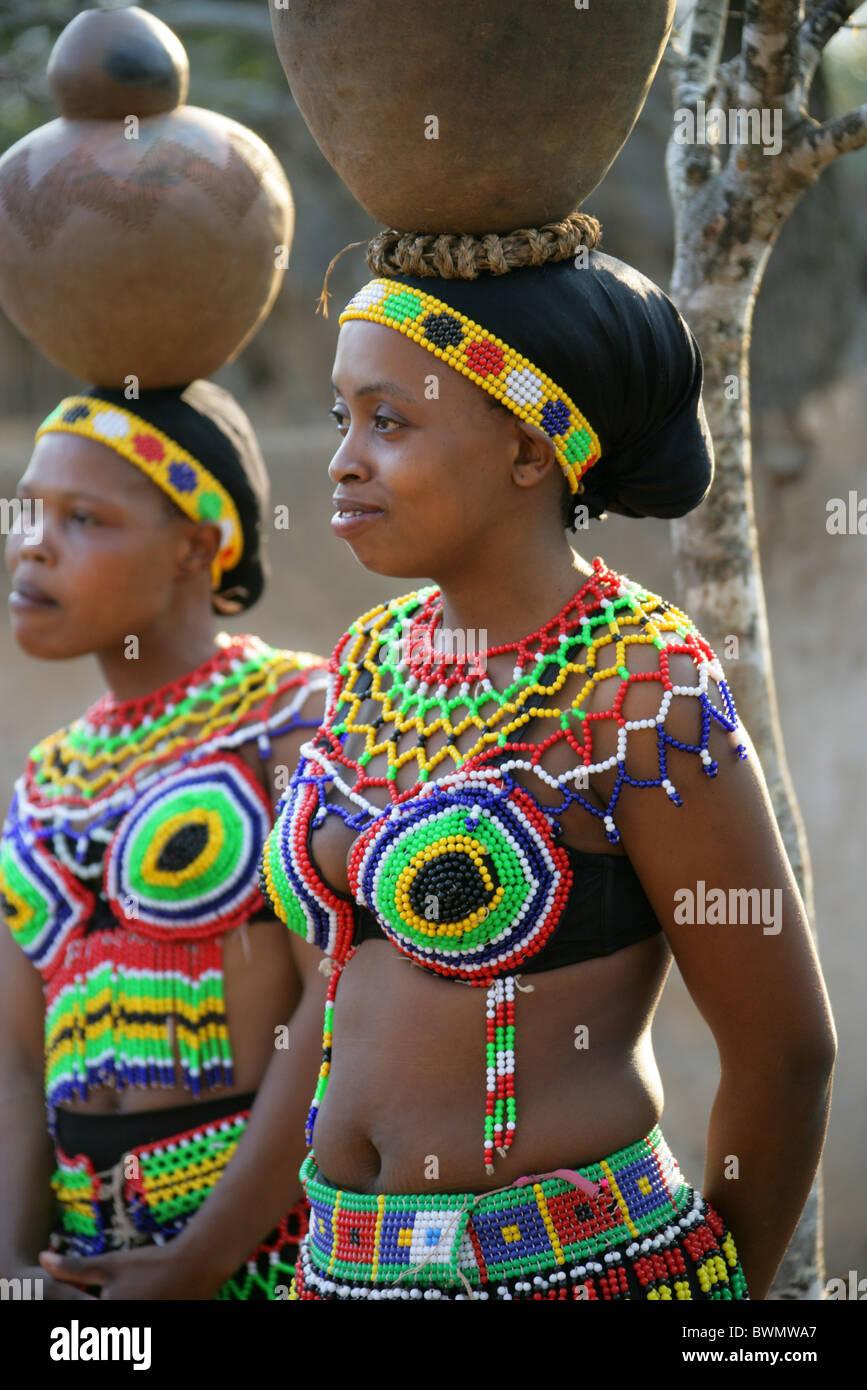 Zulu traditional dress in zulu kraal kwazulu natal - Zulu Girls Wearing Traditional Beaded Dress And Carrying Pots On Their Heads Shakaland Zulu Village