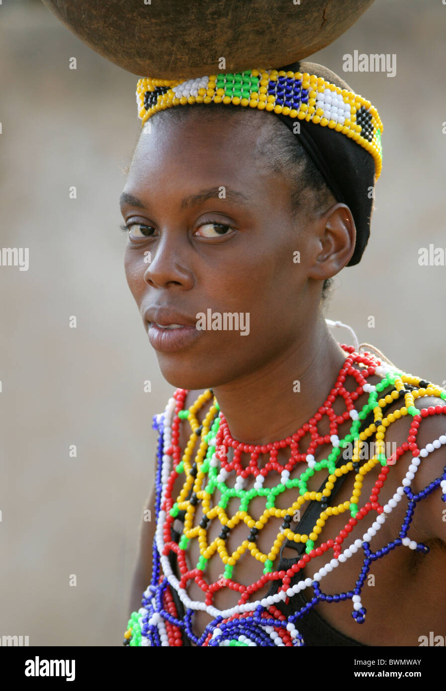 Zulu traditional dress in zulu kraal kwazulu natal -  Kwazulu Natal Africa Zulu Girls Wearing Traditional Beaded Dress And Carrying Pots On Their Heads Shakaland Zulu Village