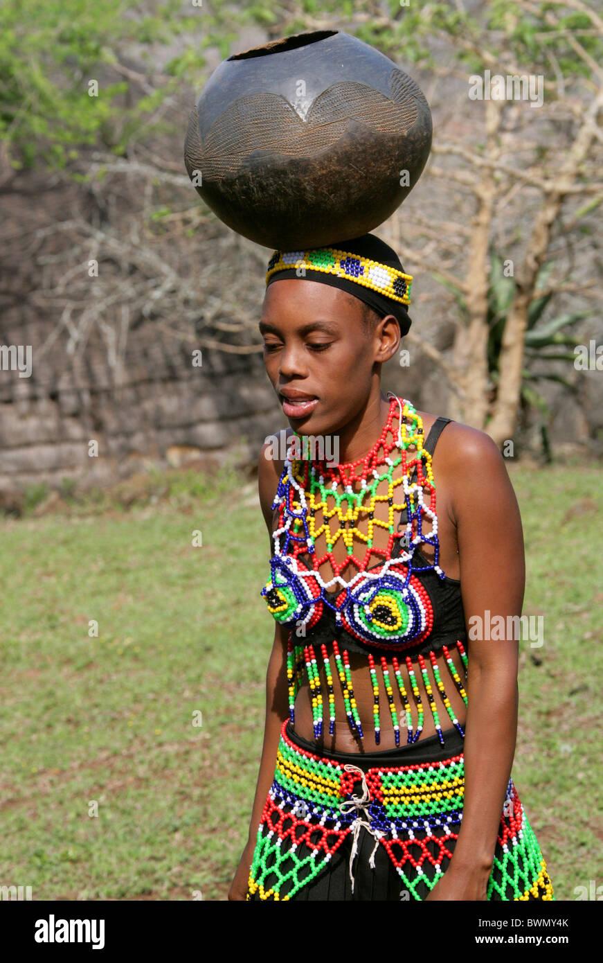 Zulu traditional dress in zulu kraal kwazulu natal -  Young Zulu Maiden In Traditional Beaded Dress Shakaland Zulu Village Nkwalini Valley Kwazulu