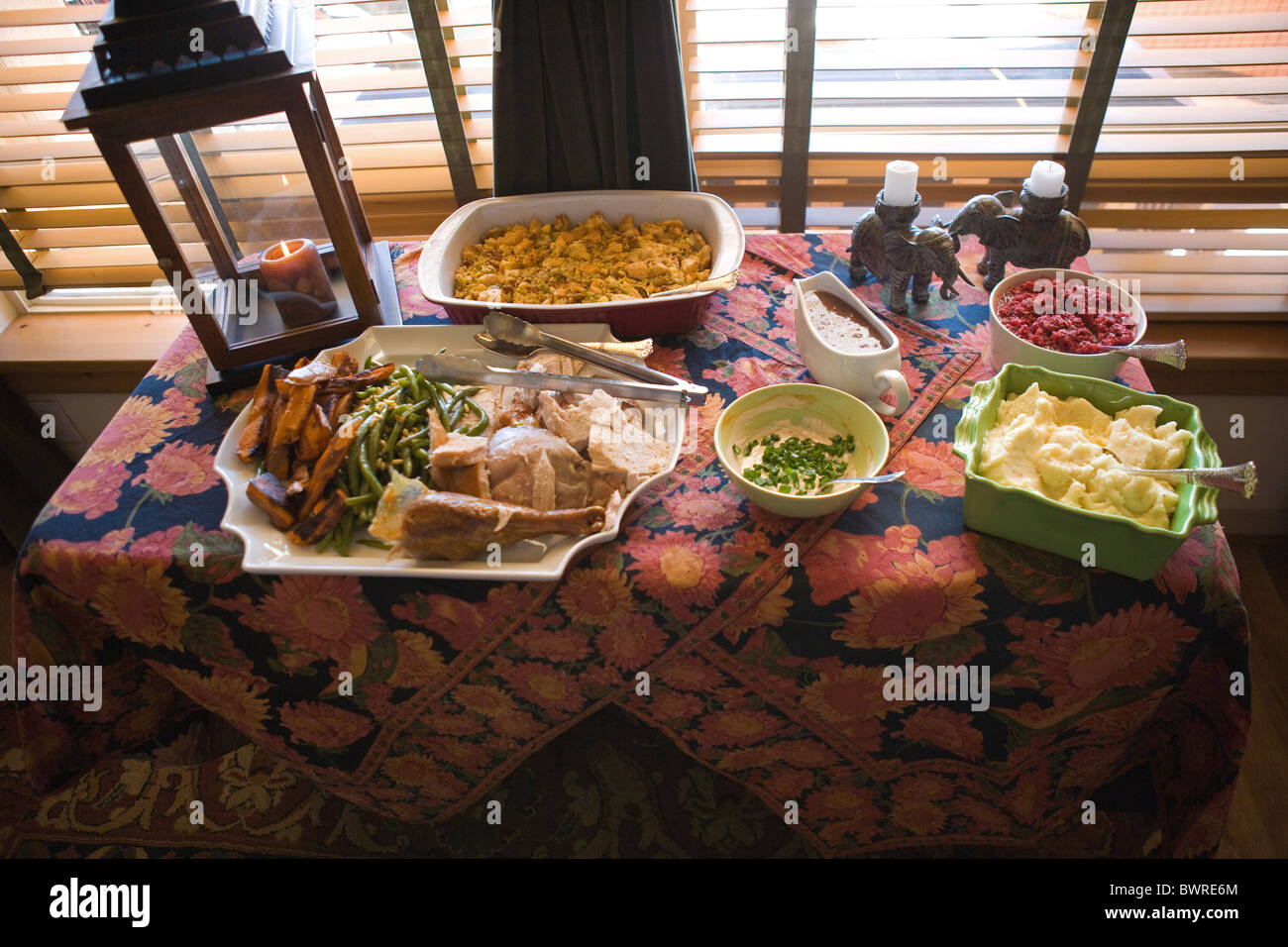 American table setting - American Holiday Meal Table Setting Self Serve Buffet Style Turkey Mashed Potatoes