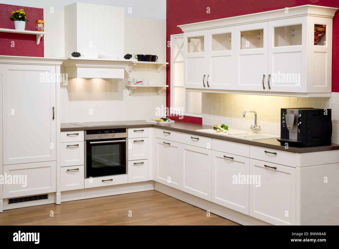 Moderne Einbauküche Modern fitted kitchen Stock Photo: 33132131 - Alamy