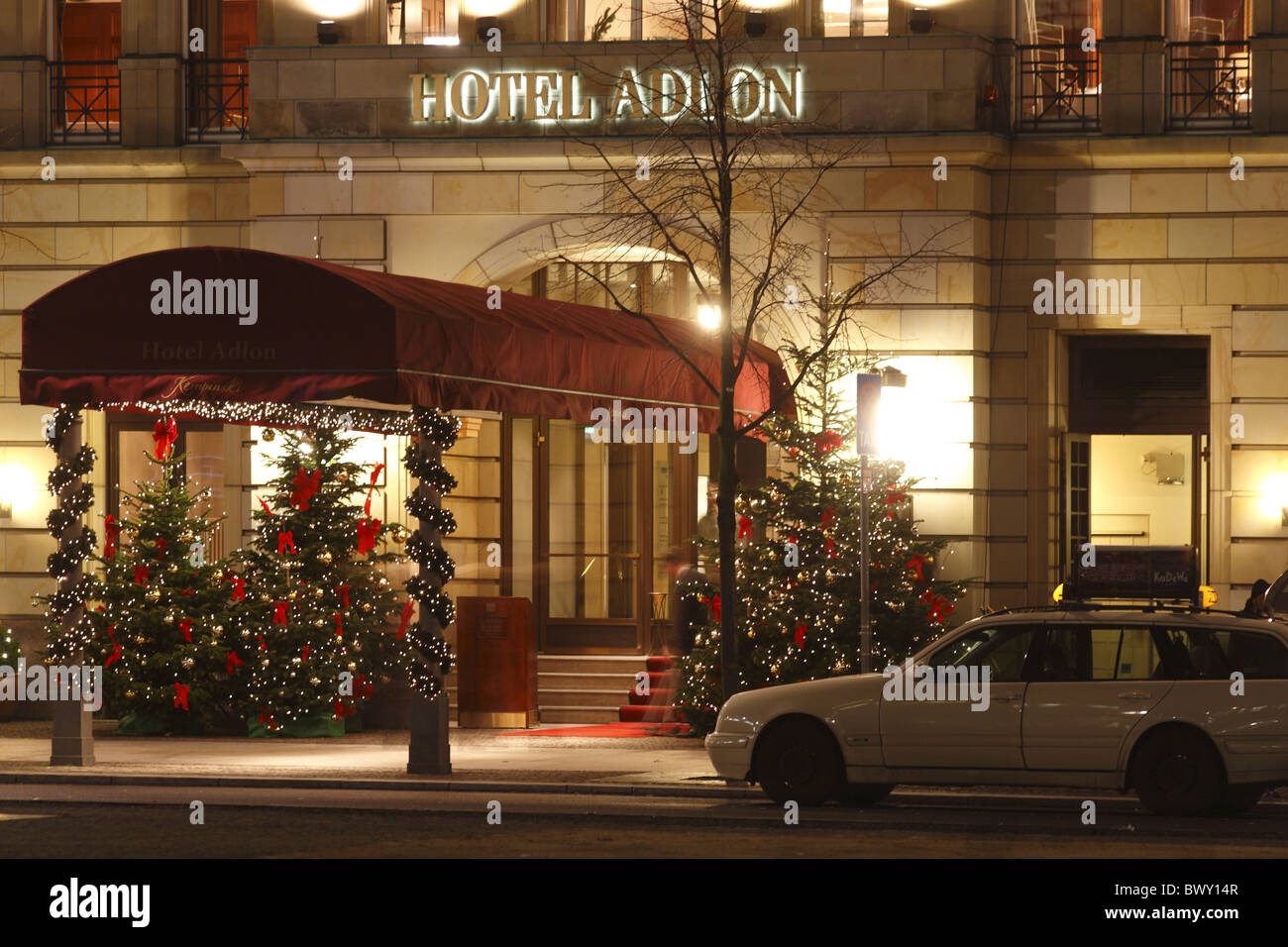 berlin weihnachten pariser platz hotel adlon stock photo. Black Bedroom Furniture Sets. Home Design Ideas