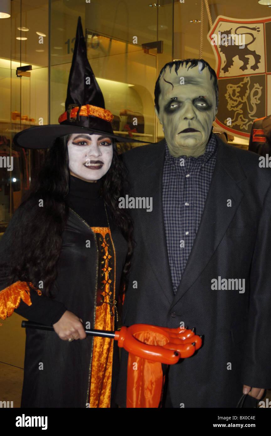 tradition party fête Frankenstein Halloween witch costumes masks ...