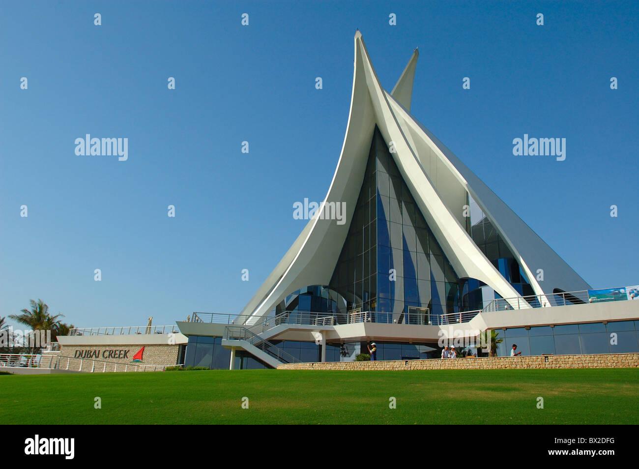 Golf golf course club house modern architecture dubai for Dubai architecture moderne