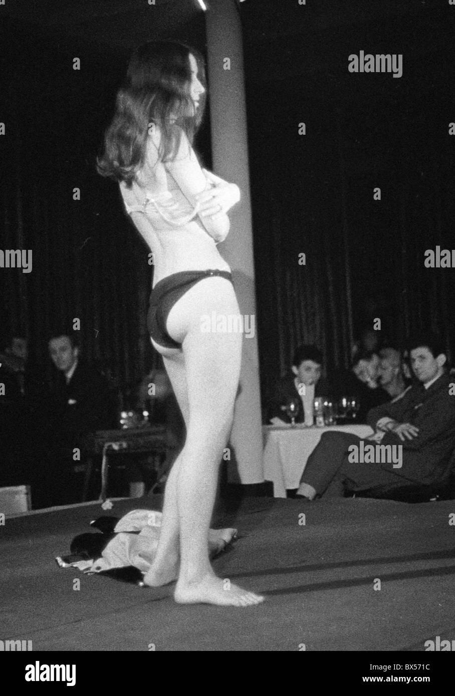 Frfree Striptease Show