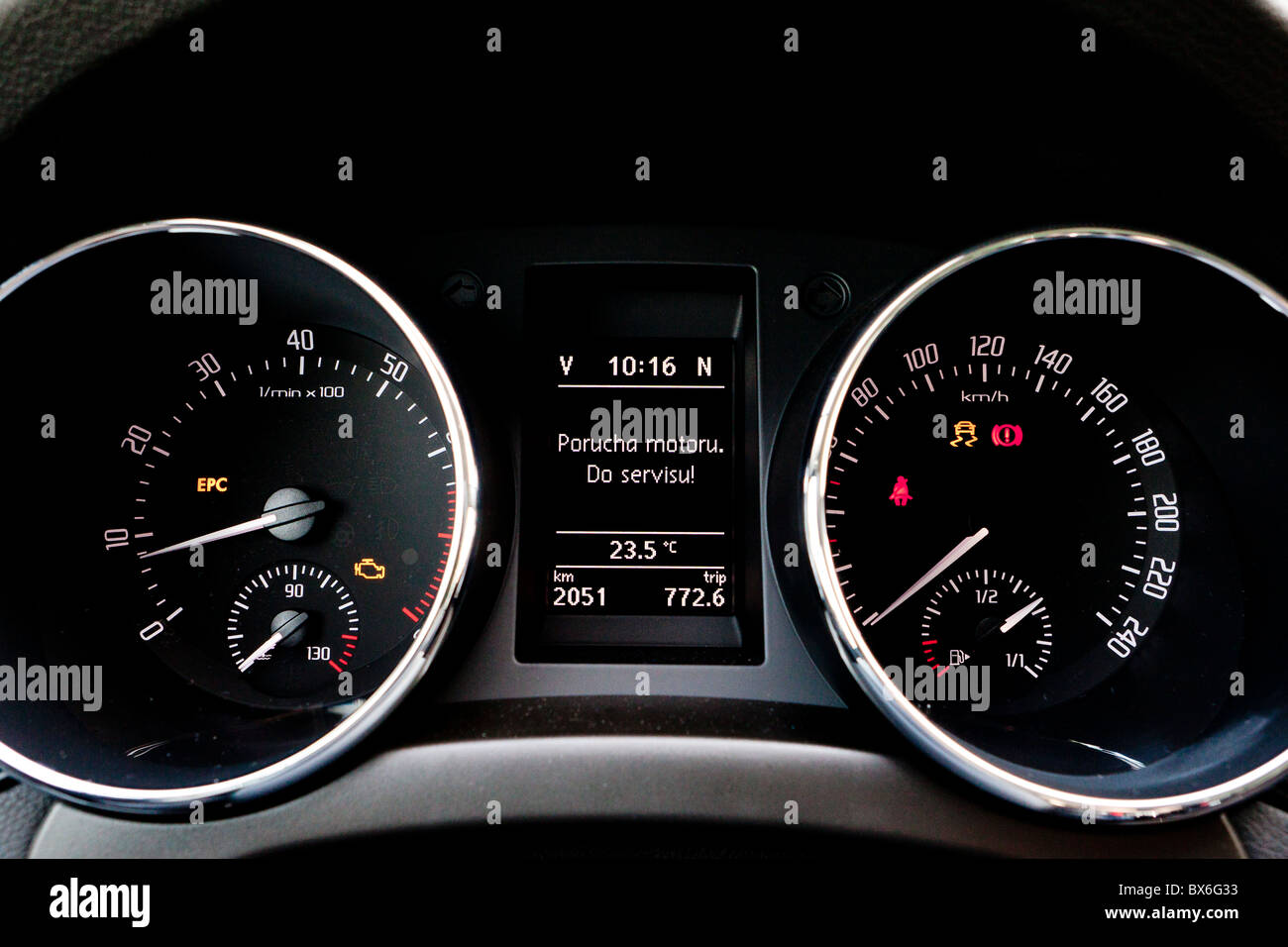 Car Dashboard Sign Engine Failure Go To The Service Stock - Car sign on dashboard