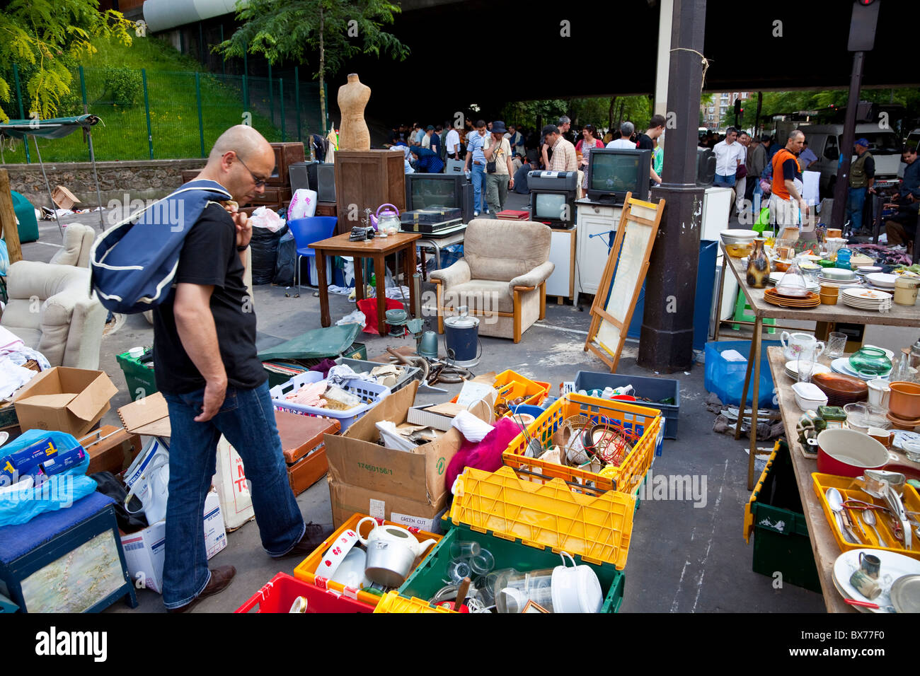 Thieves market les puces de saint ouen flea market porte de stock photo royalty free image - Puces porte de clignancourt ...